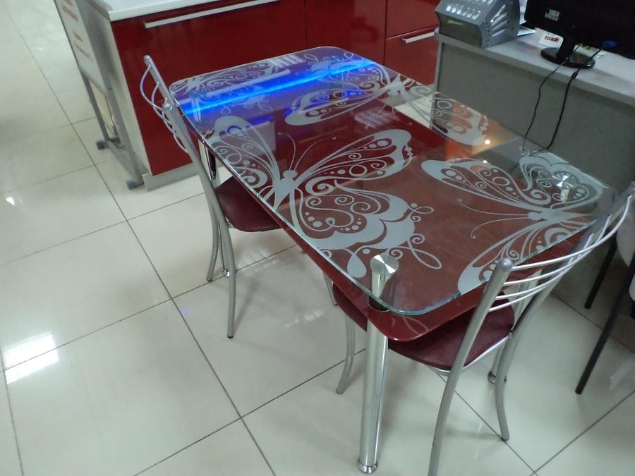 Столы стеклянные с цветами